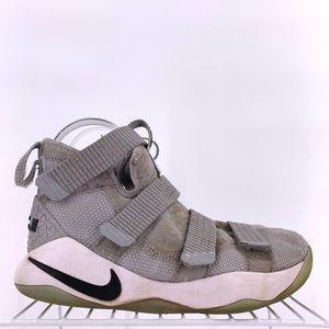 Nike LeBron Solider Basketball Shoes Boys Size 4.5